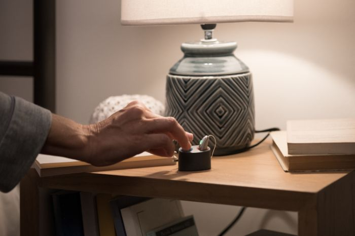 Rechargeable hearing aid nightstand